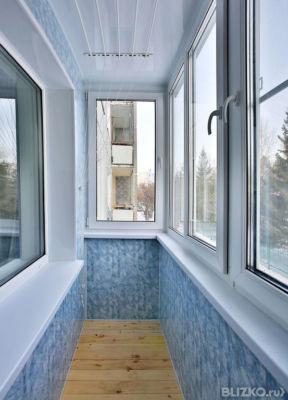 Наружная отделка балконов и лоджий серо-зеленым сайдингом пв.
